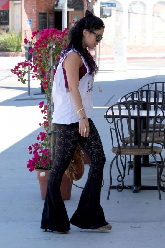 Vanessa Hudgens In A Casual Style 01 Gotceleb