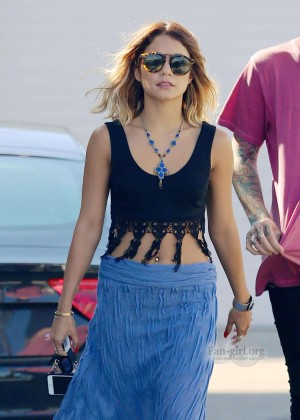 Vanessa Hudgens - Hanging out in LA -13