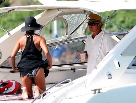 vanessa-minnillo-bikini-candids-honeymoon-in-st-barts-02
