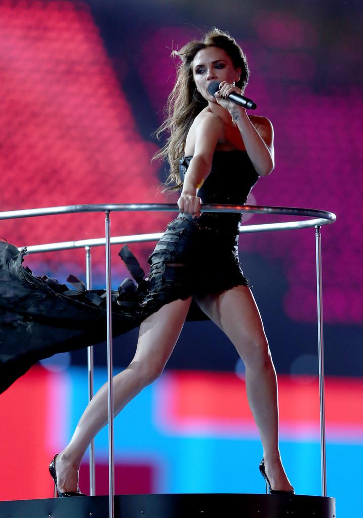 Victoria Beckham Legs In Tight Dress 11 Gotceleb