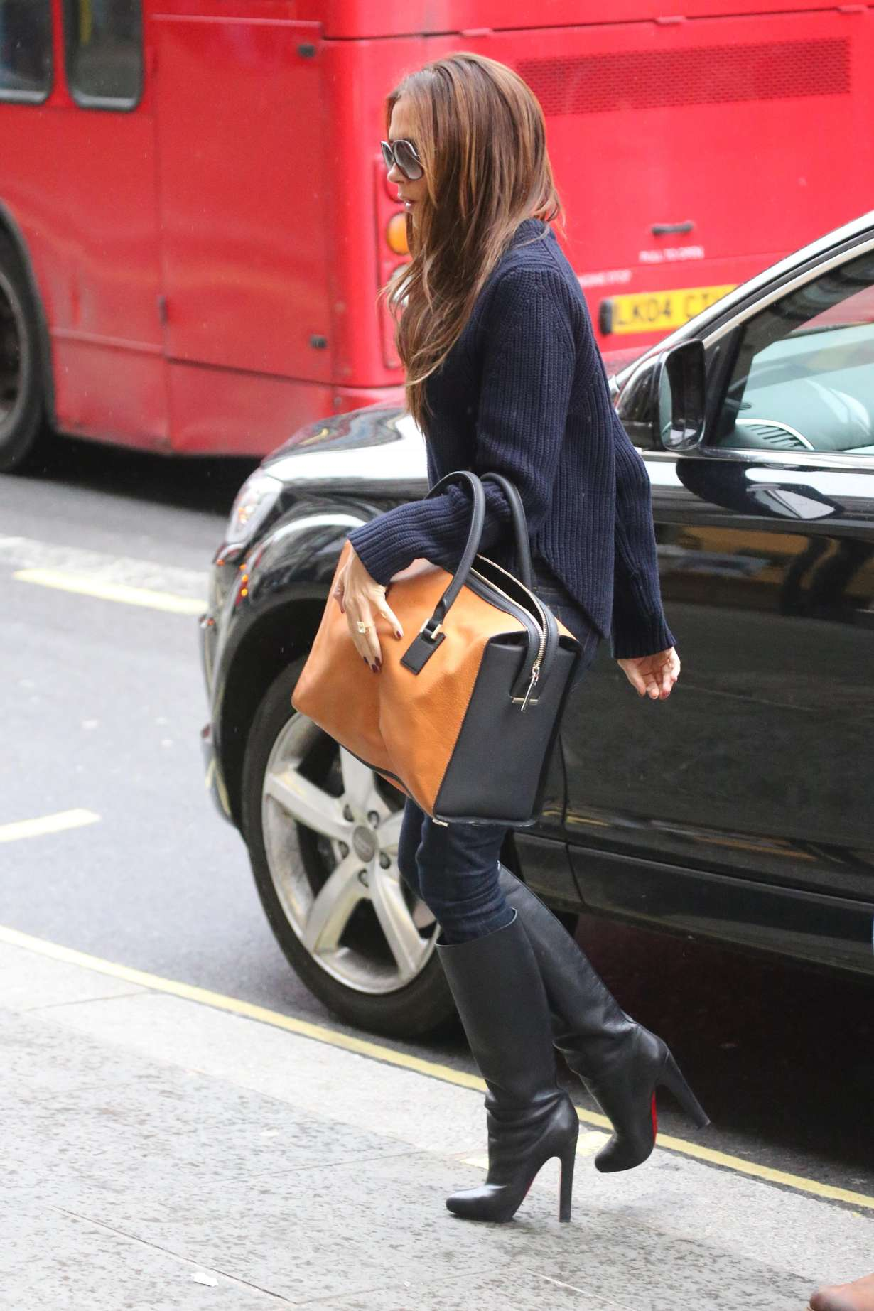 Victoria Beckham Wearing Jeans At The Apple Store In