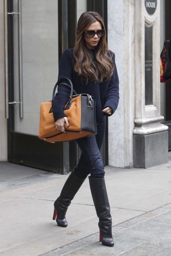 victoria beckham in jeans and boots 02 gotceleb. Black Bedroom Furniture Sets. Home Design Ideas
