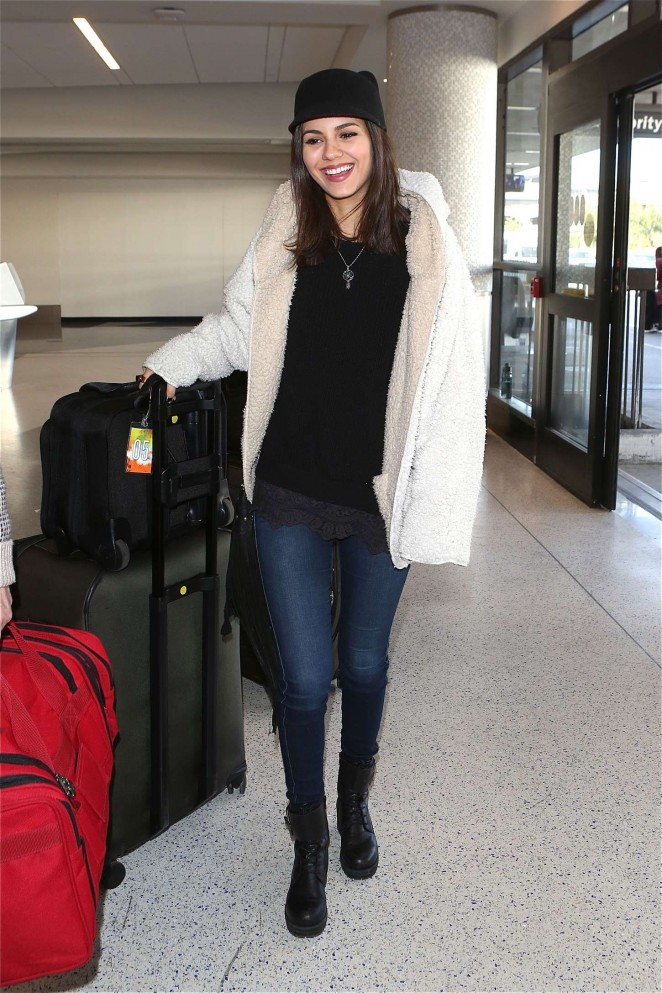 Victoria Justice – Arrives at Los Angeles International Airport