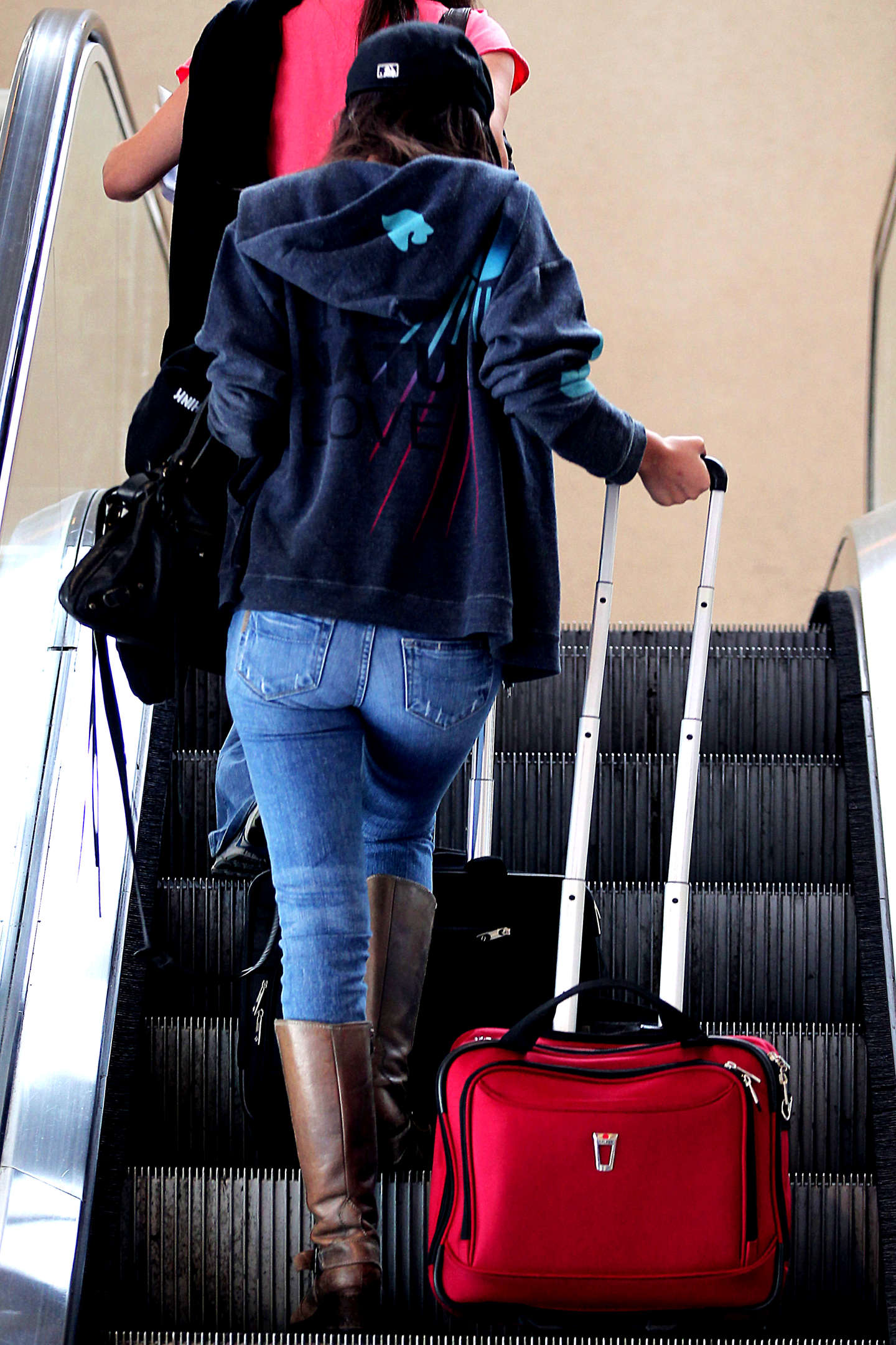 Kim Kardashian Ass In Tight Jeans Victoria Justice In Ti...