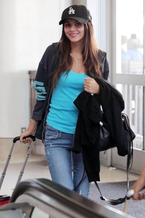 Victoria Justice In Tight Jeans At LAX Airport-13