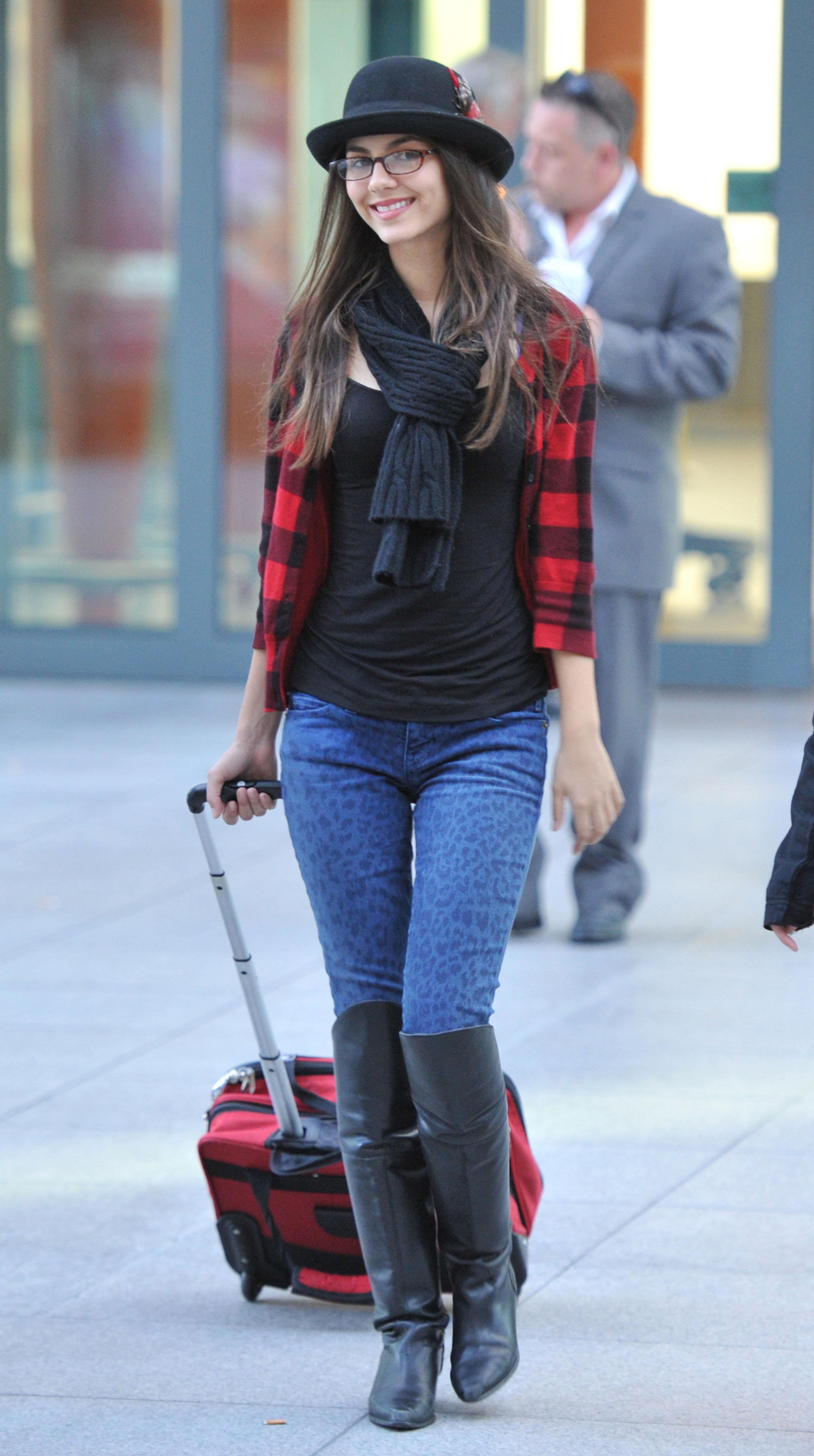 Victoria Justice – Tight Jeans Candids-02