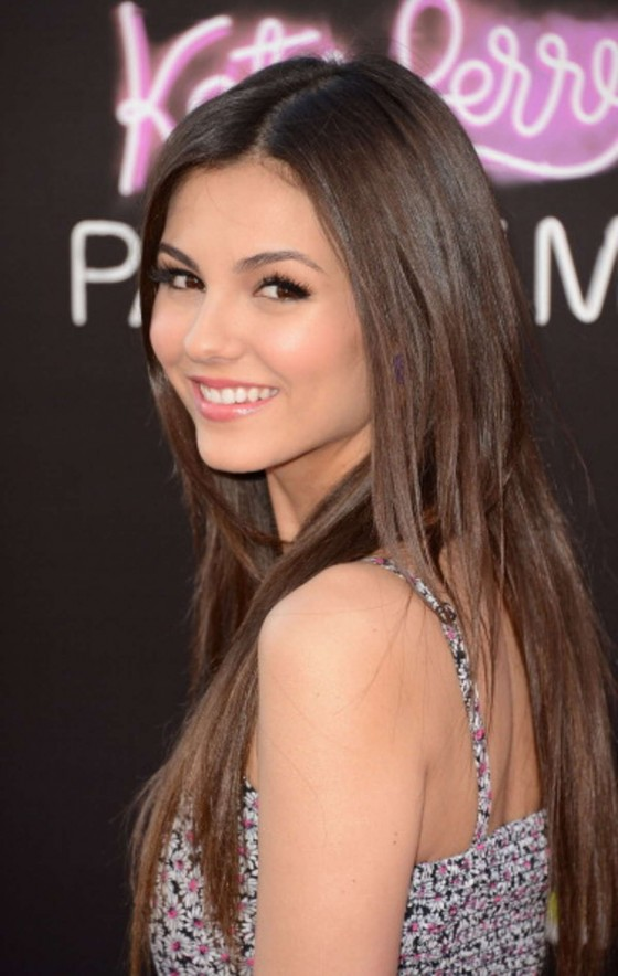 Victoria Justice – looks gorgeous at Katy Perry Part Of Me premiere in LA-03