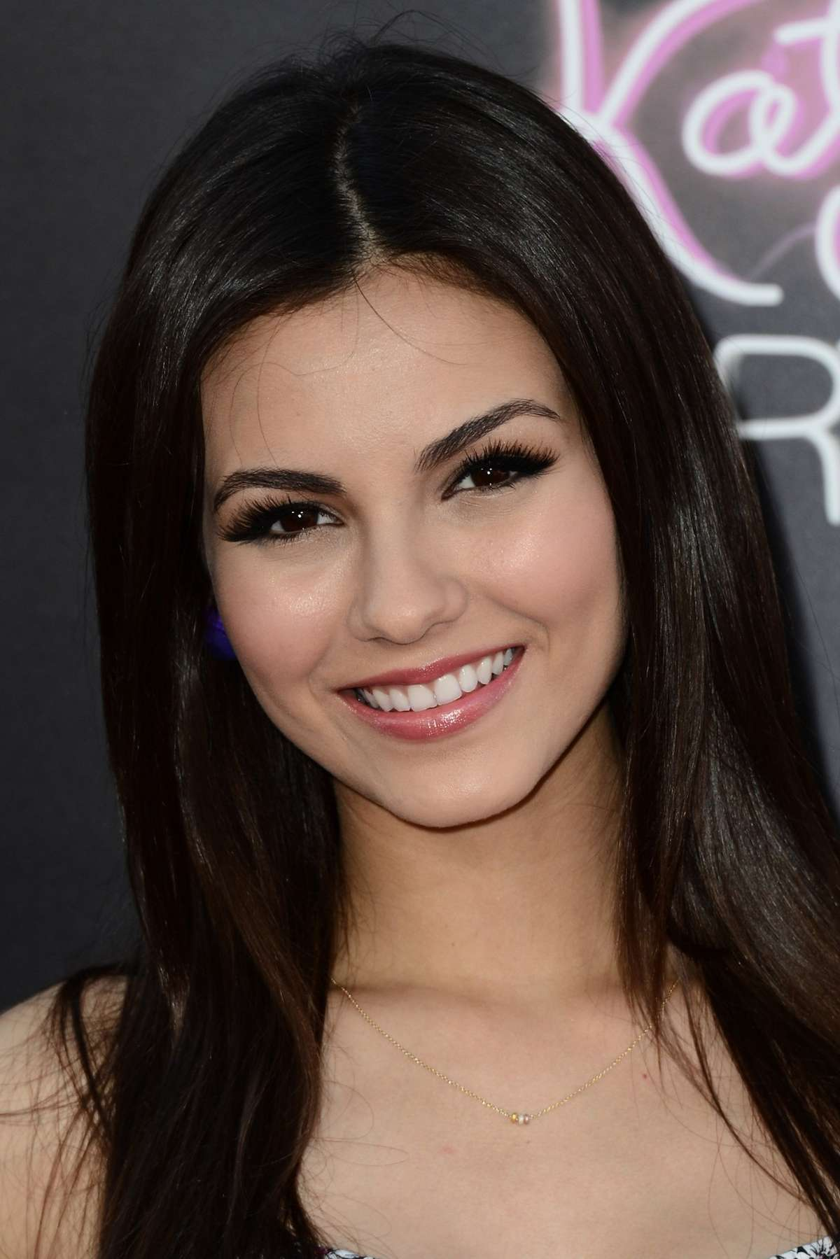Victoria Justice Looks Gorgeous At Katy Perry Part Of Me