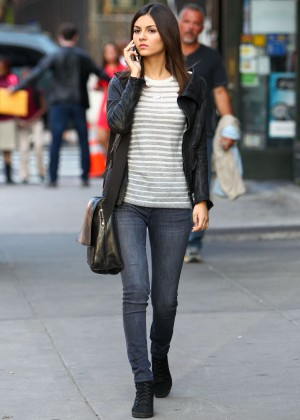"Victoria Justice in Tight Jeans on the set of ""Eye Candy"" in Brooklyn"