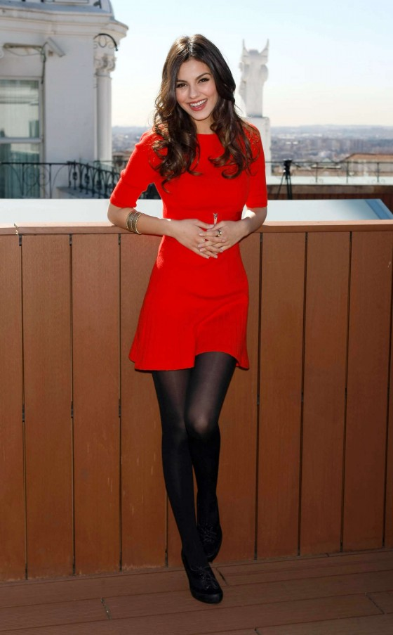 victoria justice in a red dress at victorious photocall in