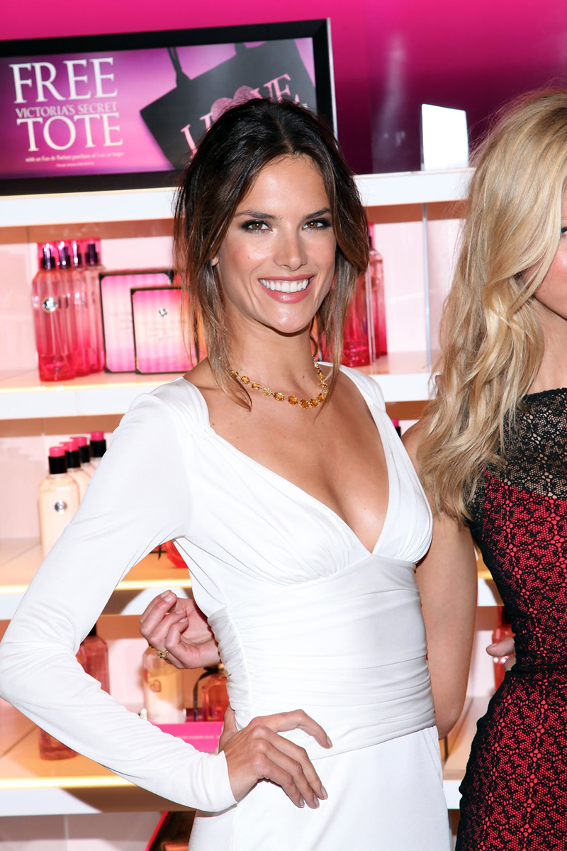 victoria's secret 2011 : victorias-secret-model-fashions-night-out-event-in-ny-13