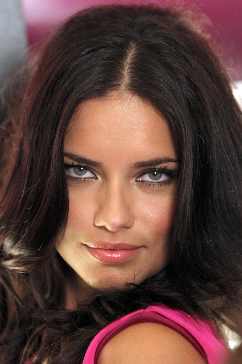 victoria's secret 2011 : victorias-secret-model-fashions-night-out-event-in-ny-20
