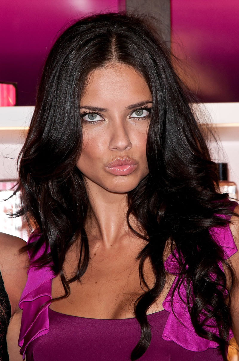 victoria's secret 2011 : victorias-secret-model-fashions-night-out-event-in-ny-23