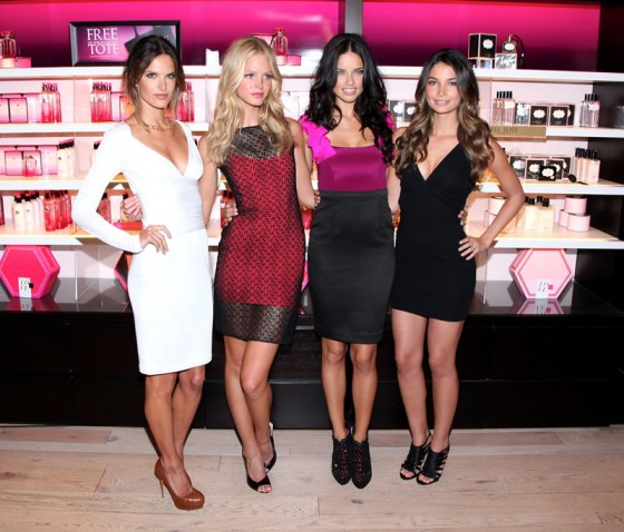 victoria's secret 2011 : victorias-secret-model-fashions-night-out-event-in-ny-25