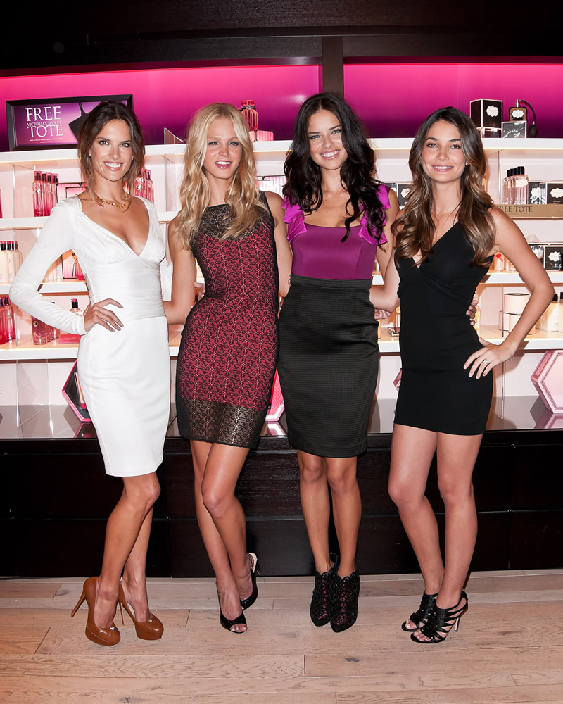 victoria's secret 2011 : victorias-secret-model-fashions-night-out-event-in-ny-29