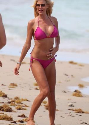 Victoria Silvstedt Bikini Pics: 2014 Miami -03