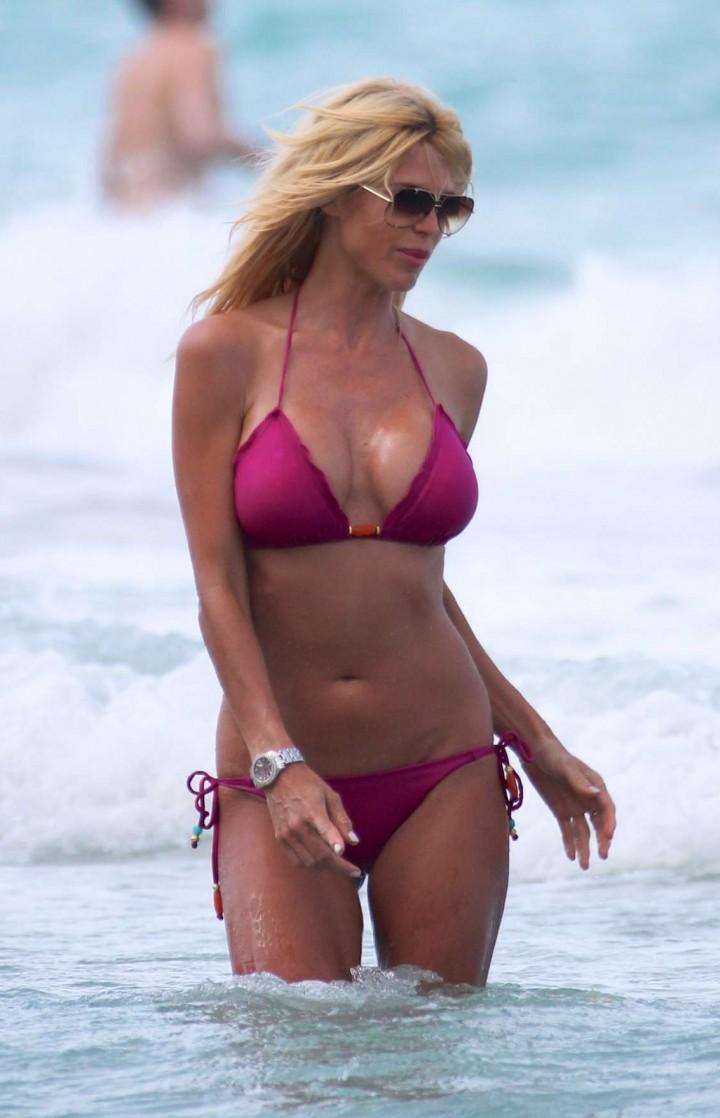 Victoria Silvstedt – Bikini Candids in Miami