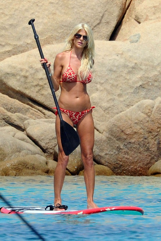 Victoria Silvstedt hot in Bikini-15