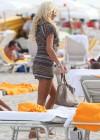 victoria-silvstedt-wearing-bikini-at-miami-beach-04
