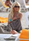victoria-silvstedt-wearing-bikini-at-miami-beach-06