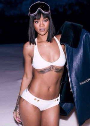 The 29 Hottest Celebs Pics on Twitter -12