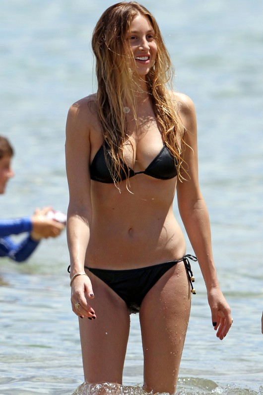 whitney-port-black-bikini-candids-in-hawaii-2010-03