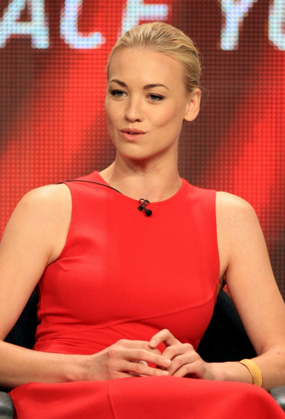 yvonne-strahovski-at-tca-summer-press-tour-dexter-panel-06