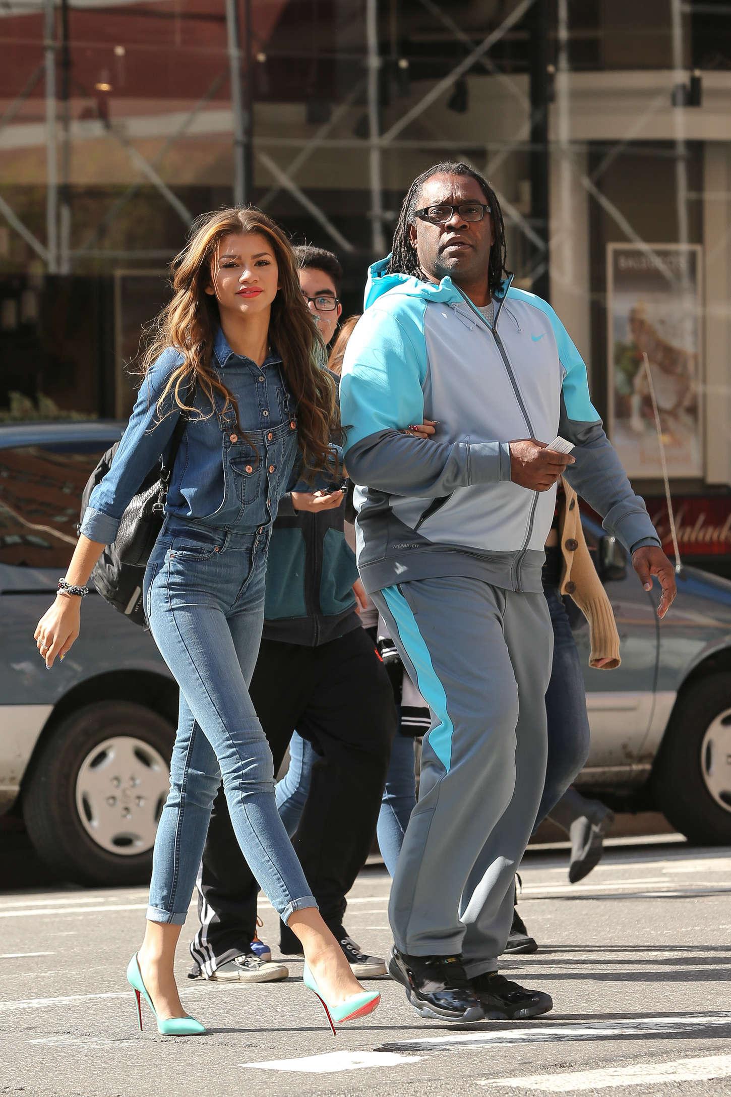 Zendaya Coleman Jeans Street Style 03 Gotceleb