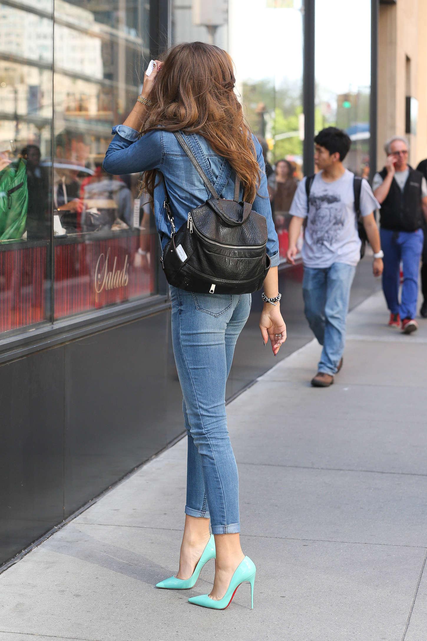 Zendaya Coleman Jeans Street Style 07 Gotceleb