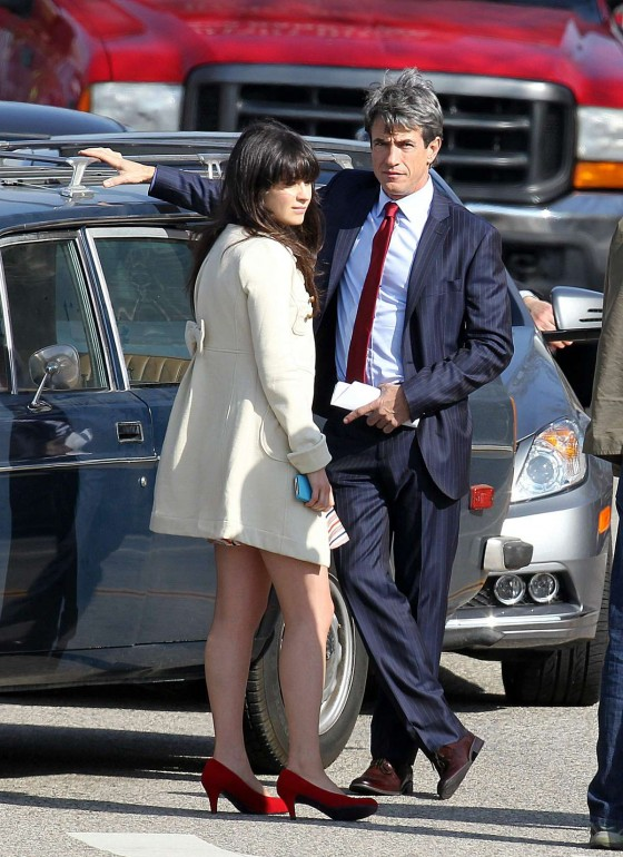 Zooey Deschanel – Leggy in short dress on the set of New Girl-03