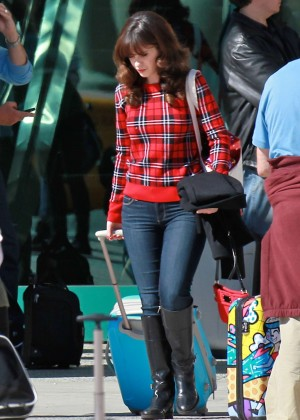 Zooey Deschanel in jeans Filming 'New Girl' set in LA