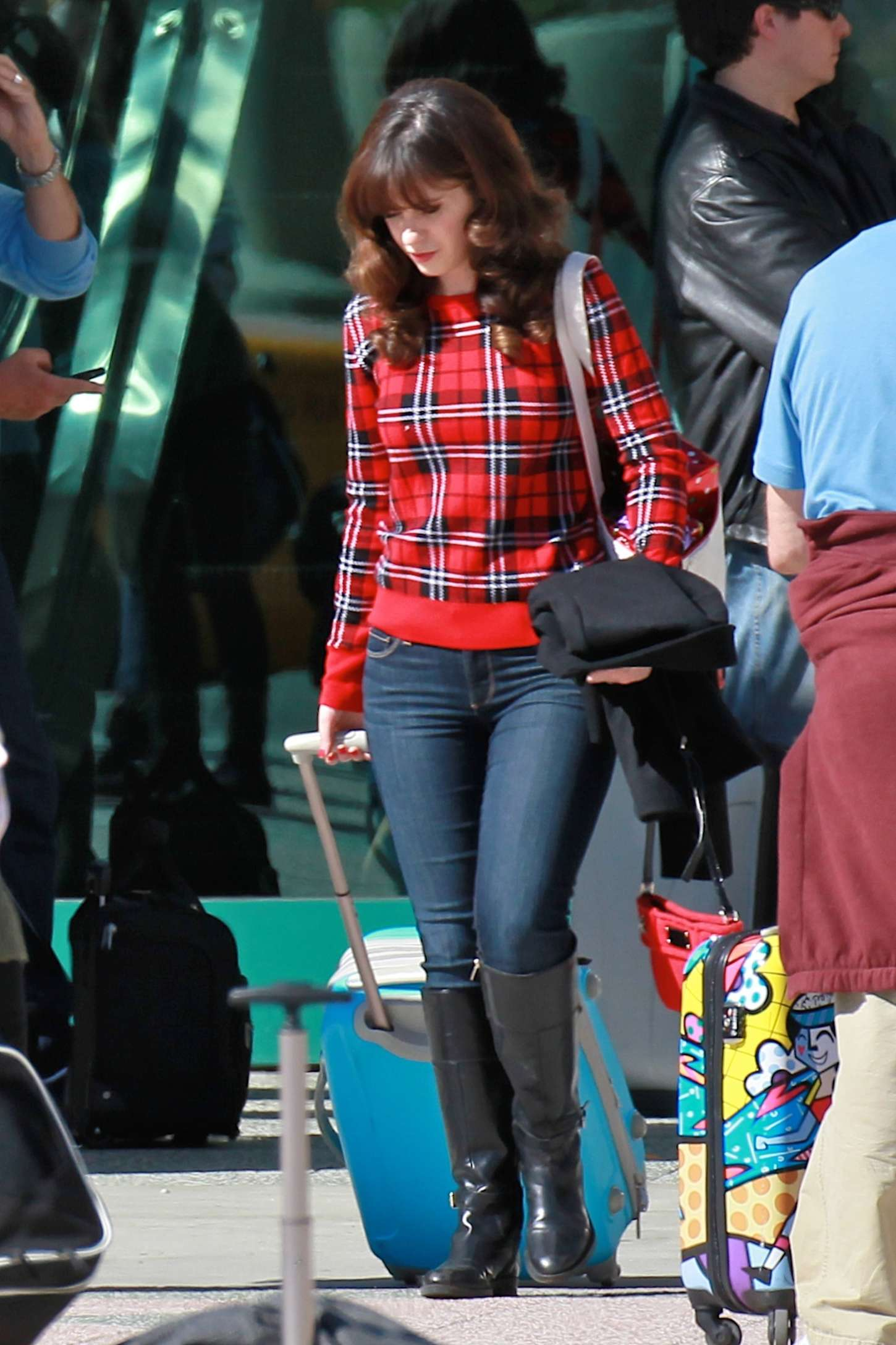 zooey deschanel in jeans filming new girl set in la
