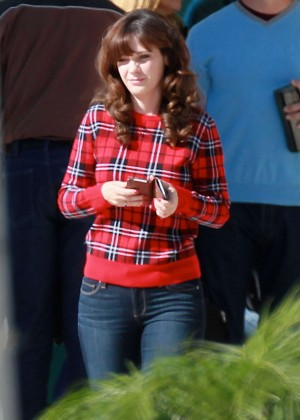 zooey deschanel in jeans on new girl set 19 � gotceleb