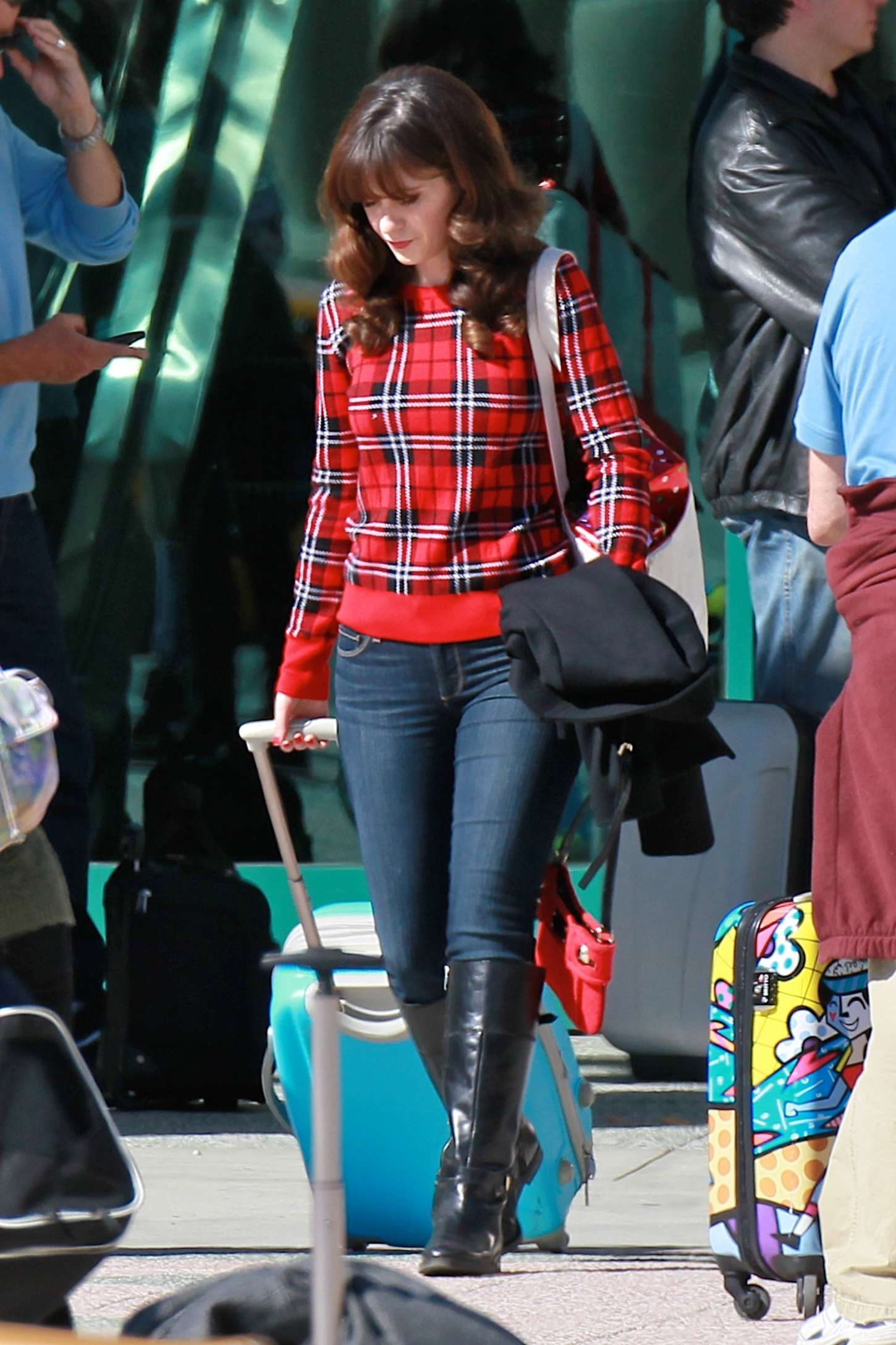 zooey deschanel in jeans on new girl set 22 gotceleb