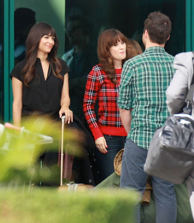 zooey deschanel in jeans on new girl set 34 gotceleb