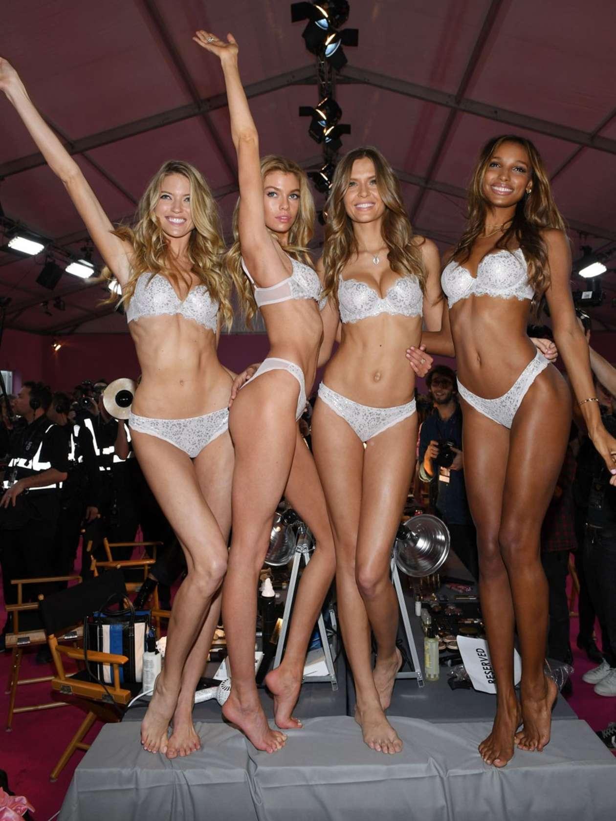 2016 victorias secret fashion show runway 43 gotceleb for Secret paris