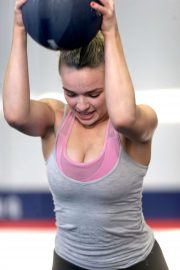 Abbie Chatfield - Works out at a city gym in Brisbane