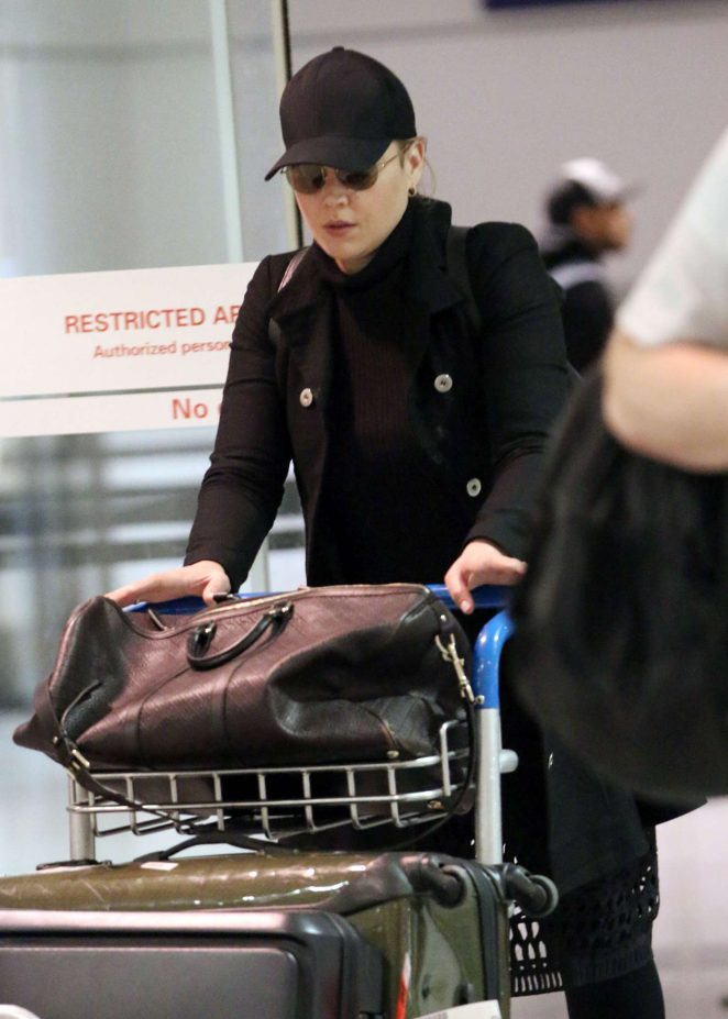 Abbie Cornish - Arrived at Pierre elliot Trudeau in Montreal