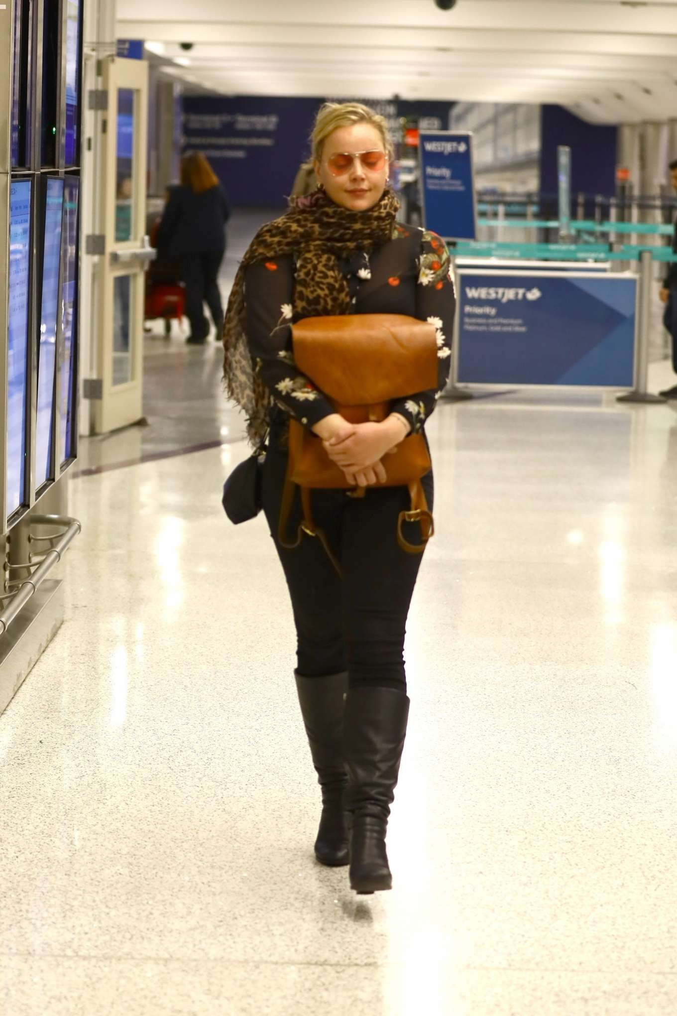 Abbie Cornish 2020 : Abbie Cornish – Arriving in Los Angeles-01
