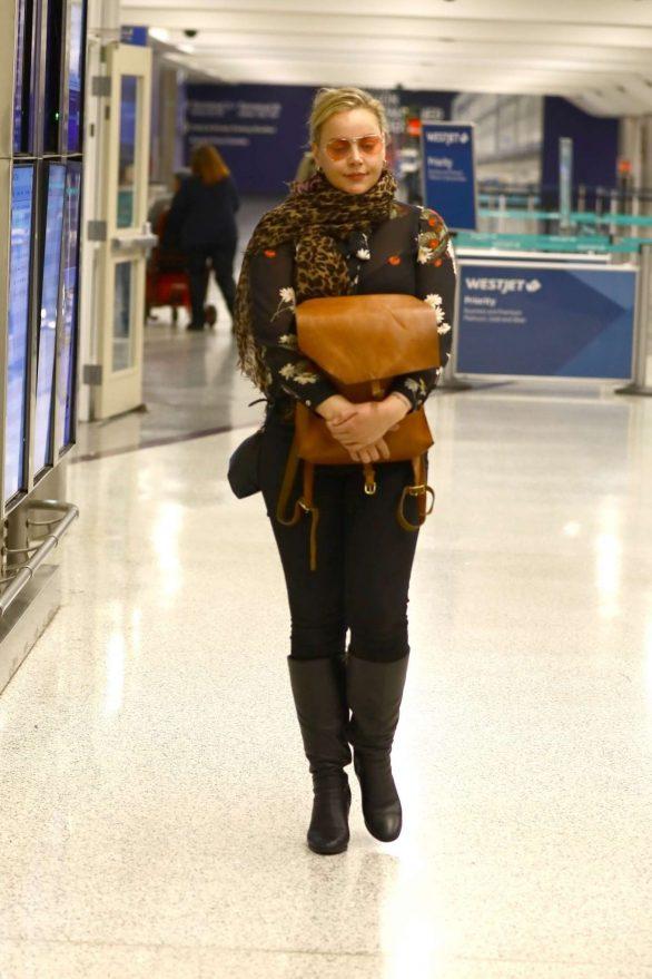Abbie Cornish - Arriving in Los Angeles