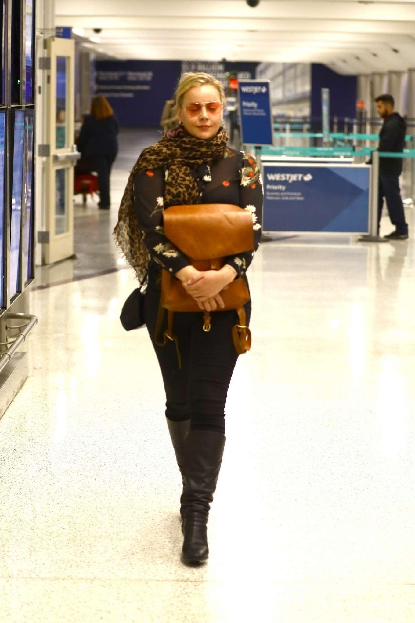 Abbie Cornish 2020 : Abbie Cornish – Arriving in Los Angeles-08