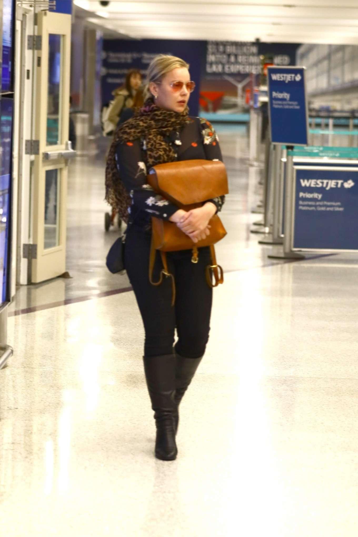Abbie Cornish 2020 : Abbie Cornish – Arriving in Los Angeles-10