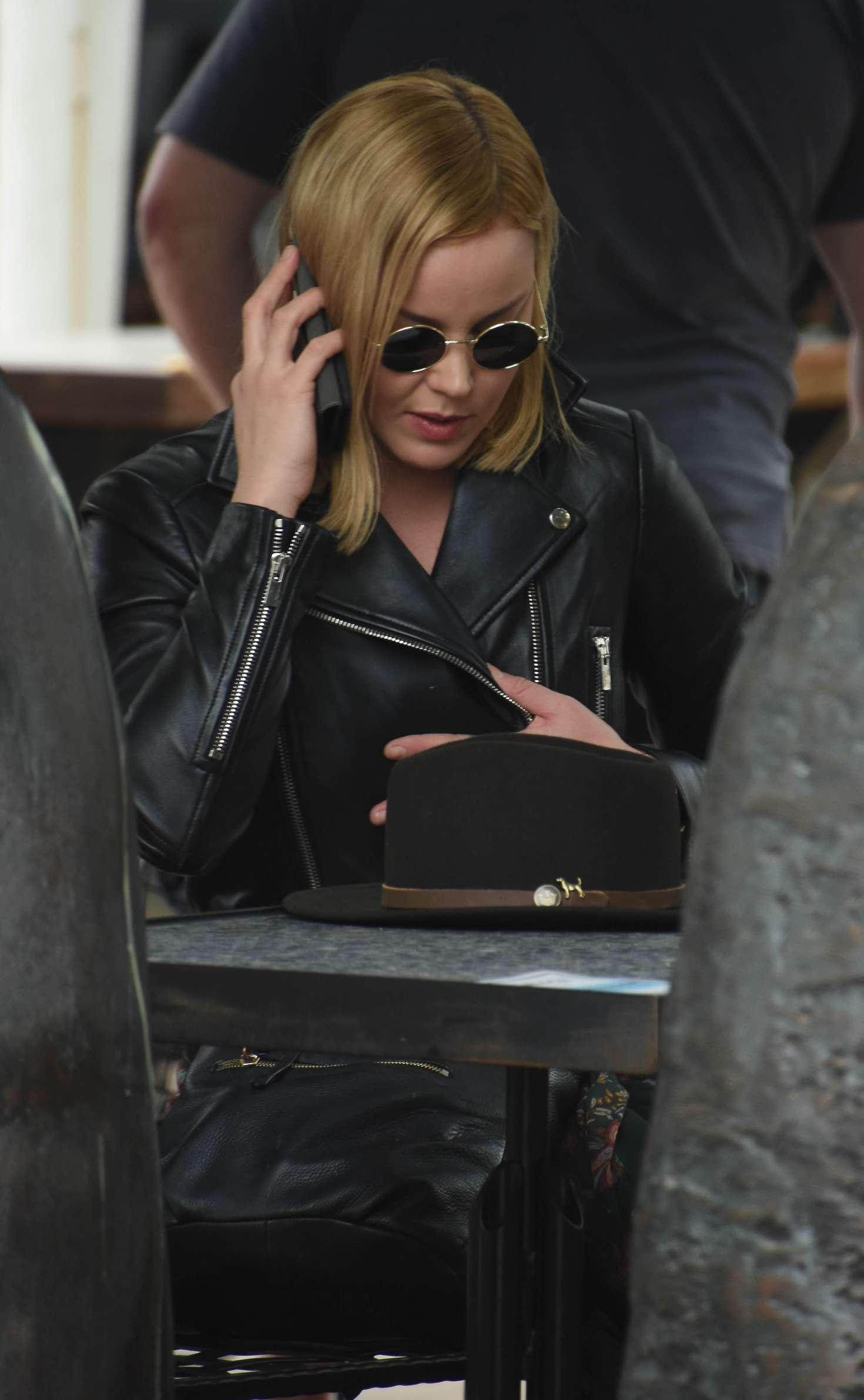 Abbie Cornish 2016 : Abbie Cornish in Long Dress arrives in Sydney -04