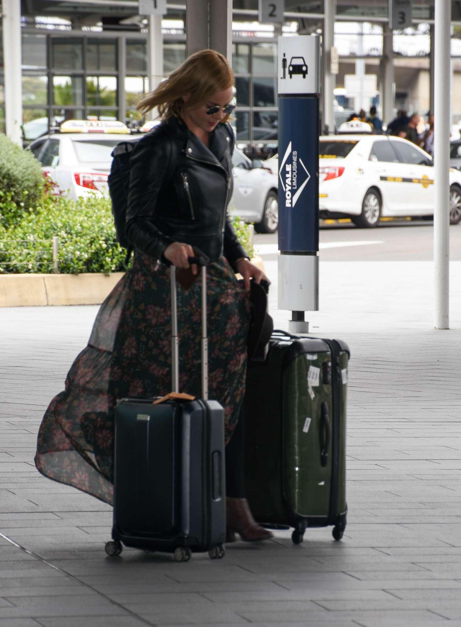Abbie Cornish 2016 : Abbie Cornish in Long Dress arrives in Sydney -10