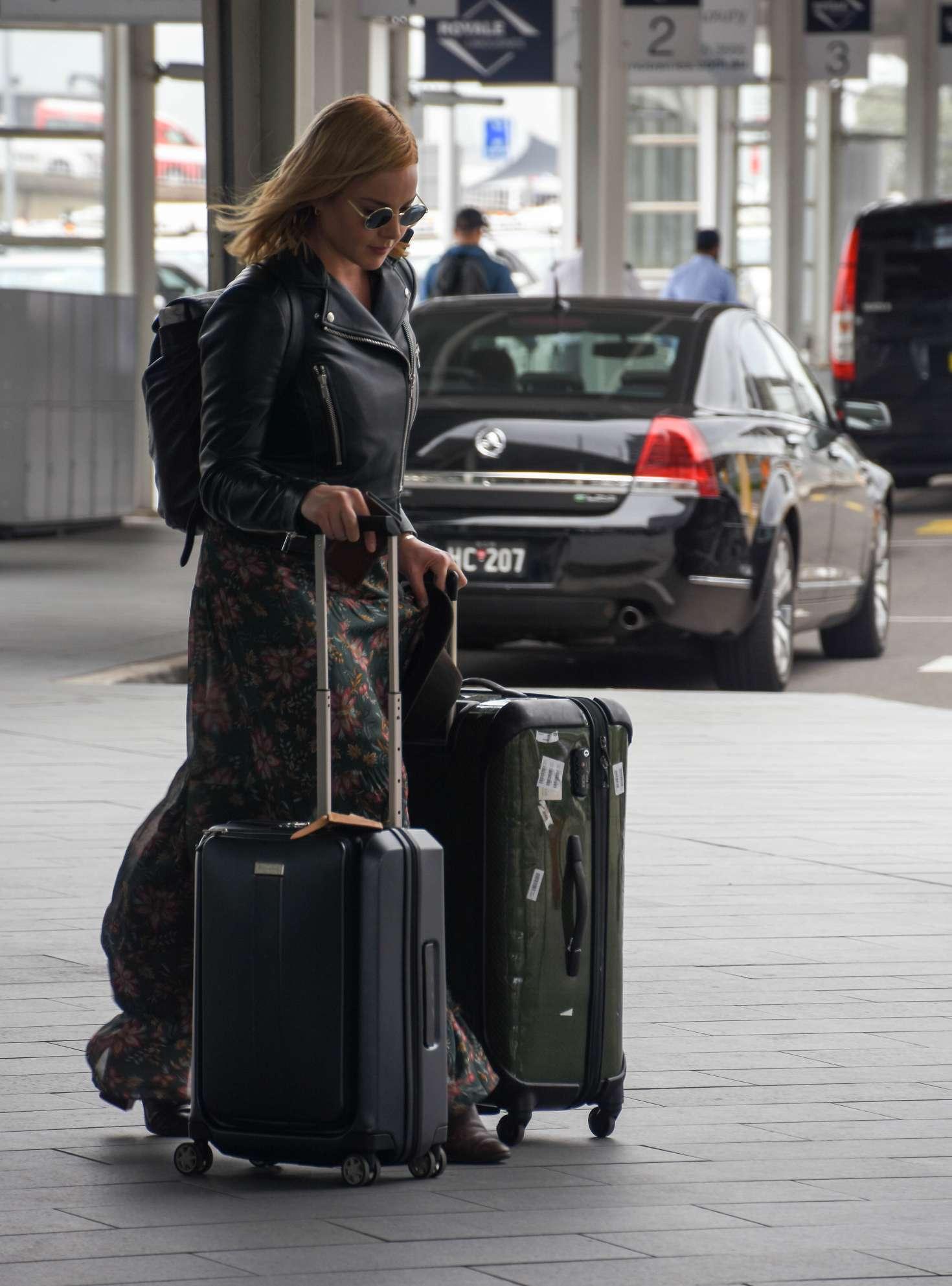 Abbie Cornish 2016 : Abbie Cornish in Long Dress arrives in Sydney -11