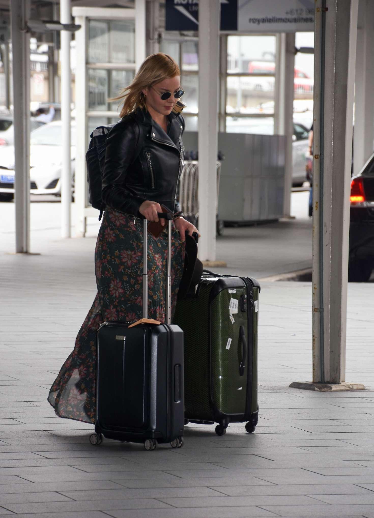 Abbie Cornish 2016 : Abbie Cornish in Long Dress arrives in Sydney -12