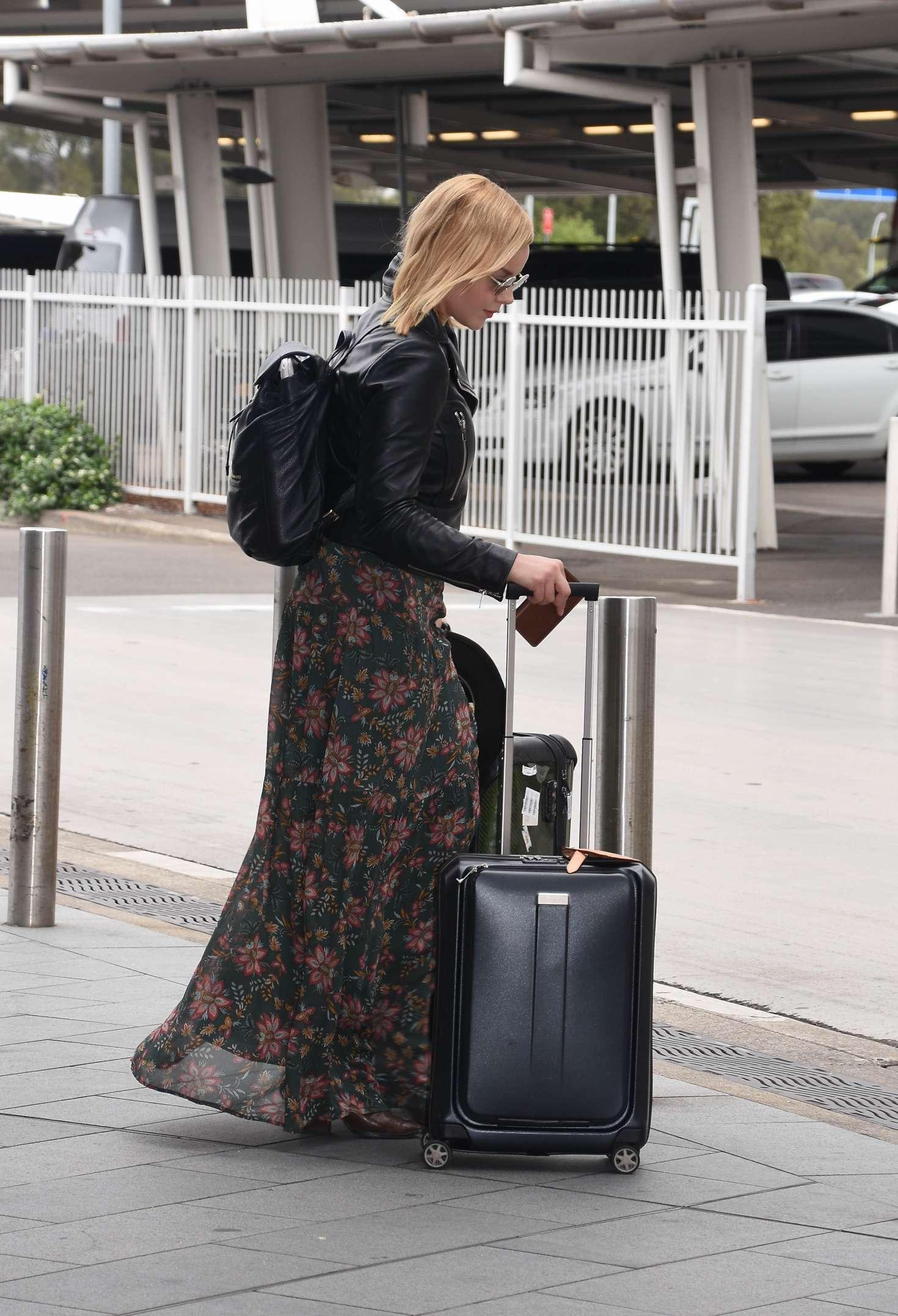 Abbie Cornish 2016 : Abbie Cornish in Long Dress arrives in Sydney -16