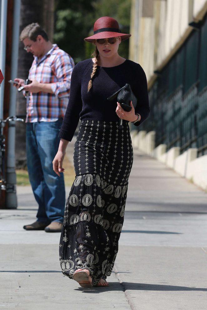 Abbie Cornish in Long Skirt -15