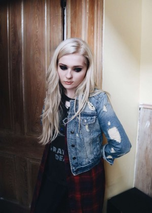 Abigail Breslin by David Simon Photoshoot (July 2015)