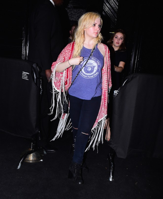 Abigail Breslin: Leaving Up and Down Nightclub -08